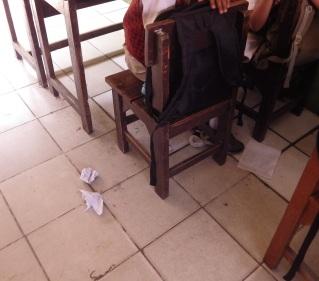 Foto 1. Kondisi salah satu kelas di Indonesia selama proses pembelajaran