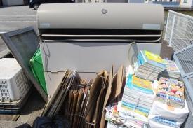 Gambar 5. Tempat Pembuangan Sampah Sementara, penduduk membuang sampahnya disini. Satu RT satu TPS. Hari ini saatnya buang sampah daur ulang (kertas)